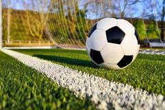 在球门线后的足球 免版税库存照片