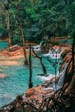 在琅勃拉邦之外的惊人塔德Sae瀑布 暗藏的宝石在老挝 不普遍和拥挤 更多懂得由本地人 免版税库存图片