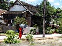 在琅勃拉邦,老挝的街道场面 库存图片