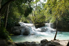 在琅勃拉邦,老挝附近的美丽的匡Si瀑布 图库摄影