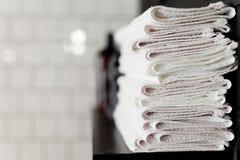 在理发店的清洁毛巾 免版税库存图片