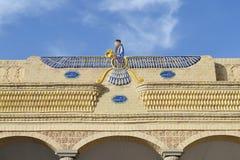 在琐罗亚斯德教的寺庙的上面的Faravahar 免版税库存照片