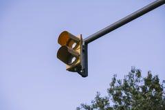 在琥珀的红绿灯 图库摄影