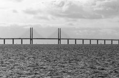 在瑞典和丹麦之间的厄勒海峡桥梁 马尔摩,瑞典3月07,2017 免版税库存照片