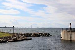 在瑞典和丹麦,瑞典之间的Ã-resund桥梁 免版税库存照片