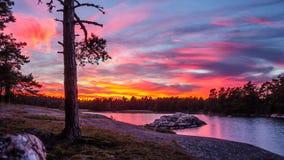 在瑞典海岸的五颜六色的日落 库存照片
