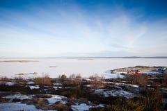 在瑞典海岸的风景看法 免版税库存图片