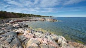 在瑞典海岸线的岩石海岸 库存照片
