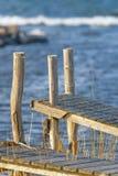 在瑞典海岸线的老小跳船在下午太阳期间 免版税库存照片