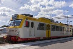 在瑞典训练,在卡尔马中央火车站的式样x11 库存照片