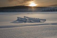 在瑞典语拉普兰的冬天,一个冻湖 免版税库存图片