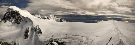 在瑞士阿尔卑斯的全景 库存图片