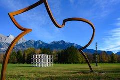 在瑞士风景的雕塑在7 瑞士三周年纪念雕塑,在坏RagARTz 2018年陈列的艺术 坏Ragatz,瑞士 库存照片