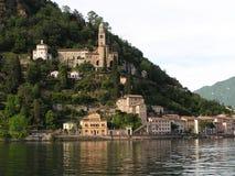 在瑞士/意大利边界的湖边 图库摄影