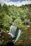 在瓜达拉马范围的Valhondillo水坝 库存照片