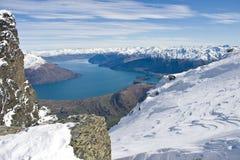 从在瓦卡蒂普湖的卓越的山,新西兰 免版税库存照片