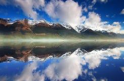 在瓦卡蒂普湖的Glenorchy反射 免版税库存照片