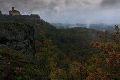 在瓦尔特堡城堡的有雾的下午 库存照片