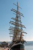 在瓦尔纳海港的船Kruzenshtern  免版税库存图片