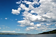 在瓦尔纳的云彩 库存照片