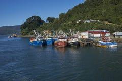 在瓦尔迪维亚河的渔船在智利 库存图片