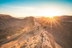 在瓦尔de la月/月球-阿塔卡马沙漠智利的日落 免版税库存照片