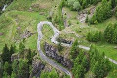 在瓦尔maggia的完善的风景山路 库存照片