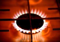 在瓦斯炉的火焰 浅深度的域 定调子 免版税库存照片