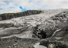 在瓦特纳冰原冰川,冰岛,欧洲的高地的冰洞入口 免版税库存图片