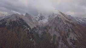在瓦茨曼和Hochkalter山,德国附近的飞行 日志格式 股票录像