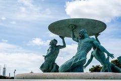 在瓦莱塔,马耳他中世纪入口的氚核喷泉  免版税库存照片