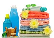 在瓶和毛巾的洗涤剂 免版税图库摄影