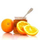 在瓶子和桔子的橘子果酱 免版税库存照片