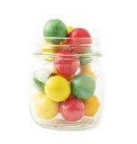 在瓶子的多个口香糖球 免版税库存照片