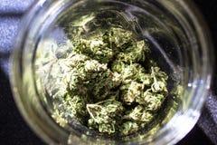 在瓶子的大麻 免版税图库摄影
