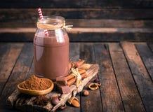 在瓶子的巧克力牛奶 免版税图库摄影