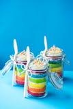在瓶子的彩虹蛋糕 库存图片