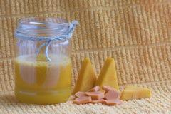 在瓶子的新鲜的南瓜汁 库存图片