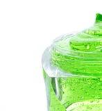 在瓶子的温泉绿色胶凝体 库存图片