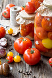 在瓶子的蕃茄蜜饯 免版税图库摄影