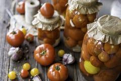 在瓶子的蕃茄蜜饯 库存照片