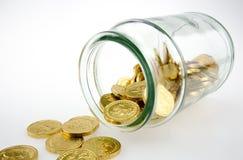 在瓶子的金黄硬币 库存图片