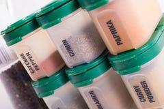 在瓶的不同的香料 免版税库存照片