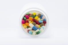 在瓶的多种五颜六色的药物 库存图片