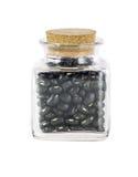 在瓶的干黑豆 免版税库存图片