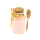 在瓶的桃红色盐浴与木匙子 库存照片
