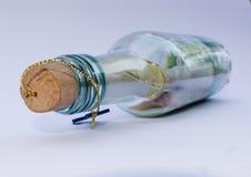在瓶的消息 图库摄影