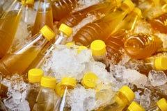 在瓶的甘蔗汁 库存图片