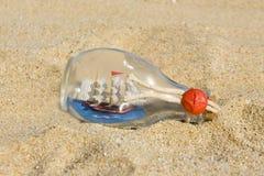 在瓶的船 免版税库存图片