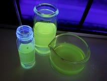 在瓶的萤光化学制品 库存图片